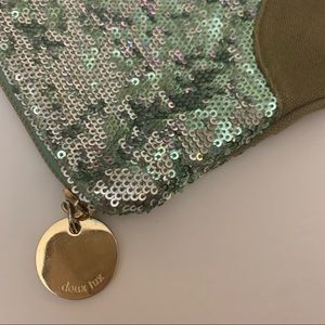 NWOT DE LUX wristlet sparkly and fun!